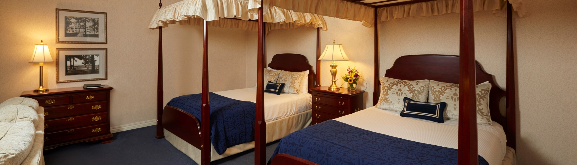 Canopy Double room at The Nittany Lion Inn